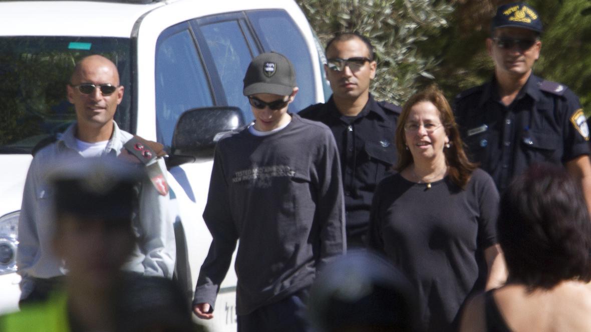 Gilad Šalit na procházce s matkou