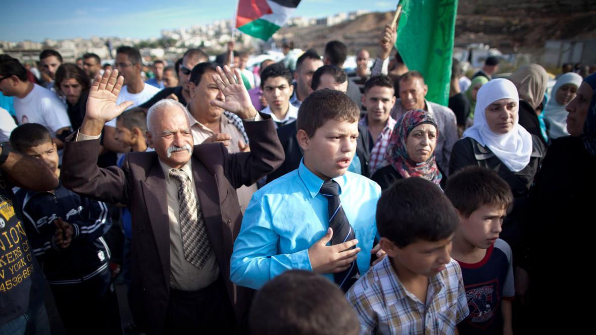 V Ramalláhu čekají davy na příjezd palestinských vězňů