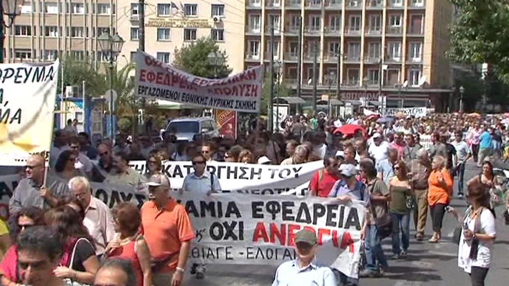 Řekové protestují proti úsporám