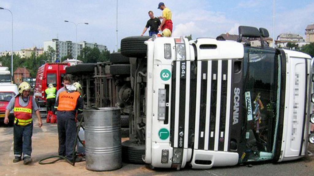 Nehoda kamionu u Plzně