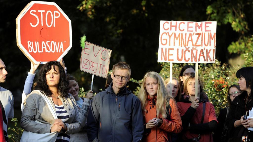 Protesty před litomeřickým gymnáziem