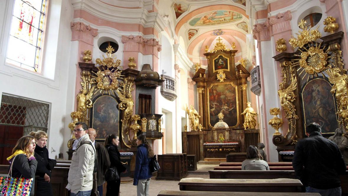 Zrekonstruovaný kostel Nejsvětější Trojice ve Valči