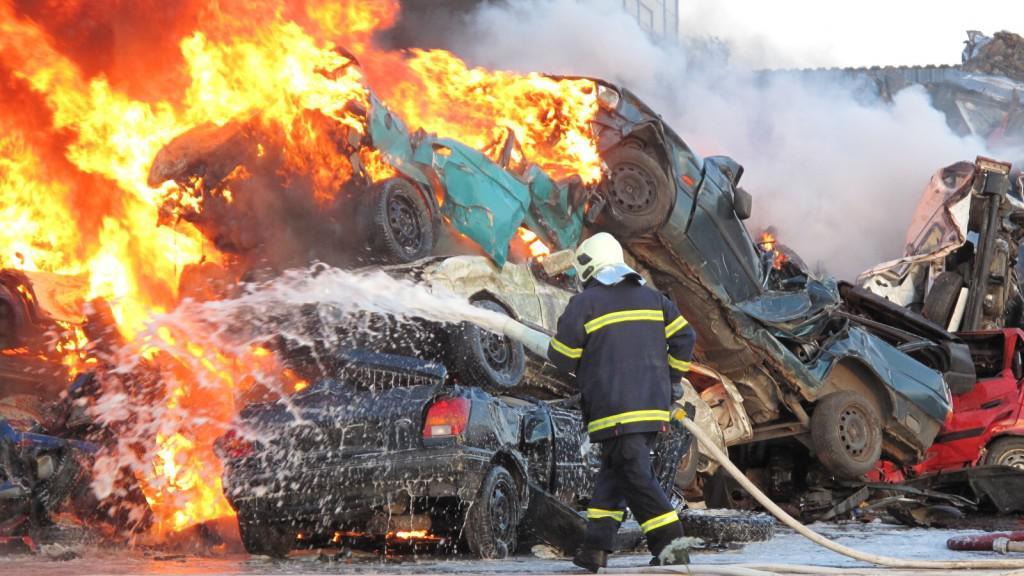 Požár autovraků
