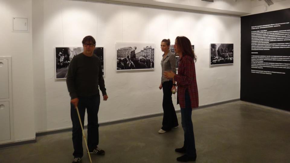 Příprava výstavy Josefa Koudelky v Moskvě
