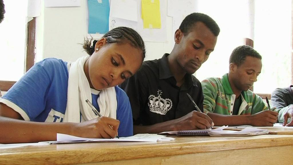 Studenti v africké škole