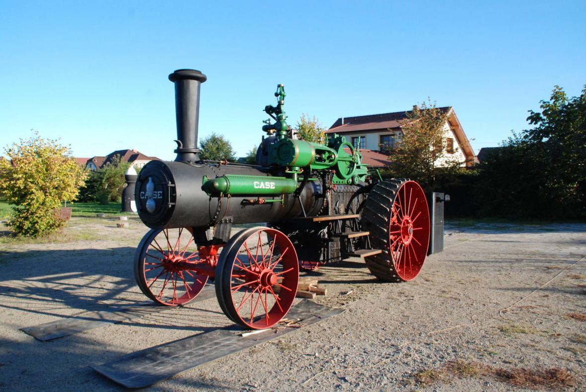 Parní traktor CASE 60 HP z roku 1913
