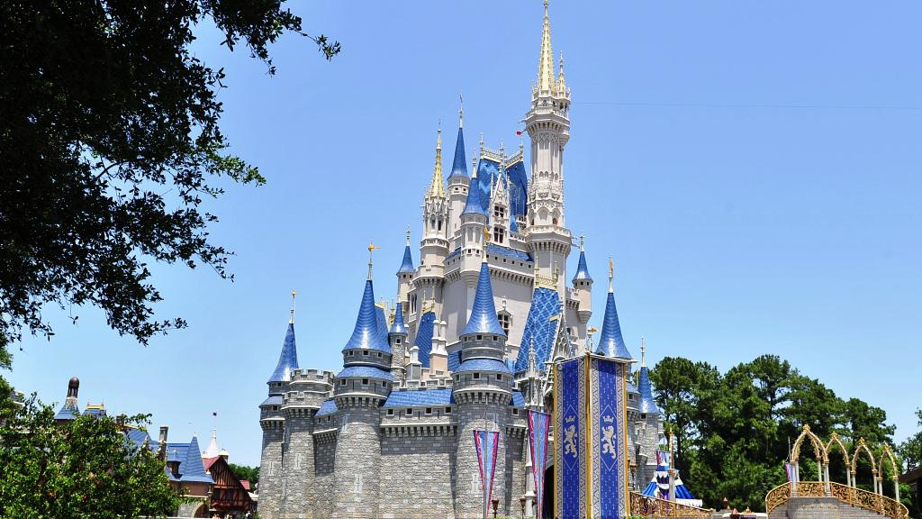 Popelčin zámek v parku Walta Disneyho