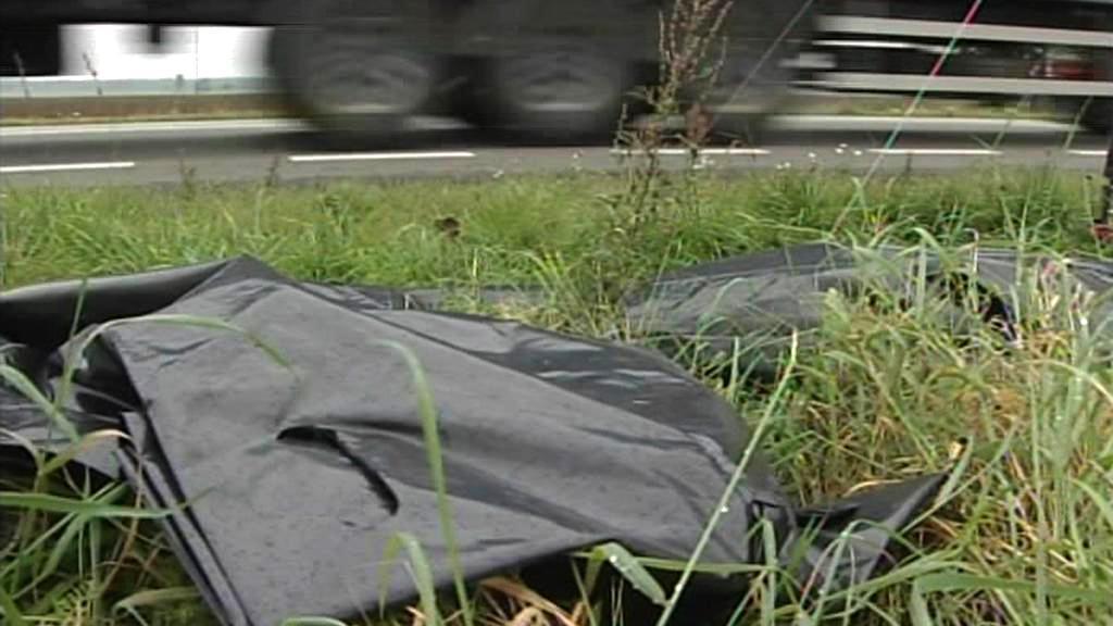Polské řidiče varují pytle na oběti nehod