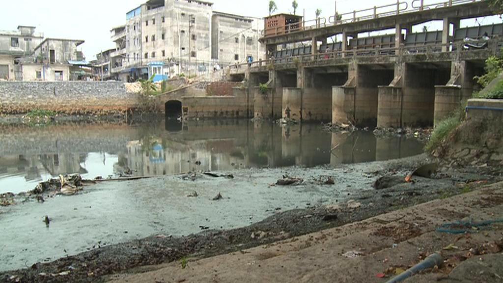 Znečistěná řeka v Číně