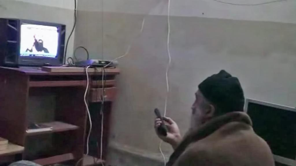 Bin Ládin se dívá na televizi