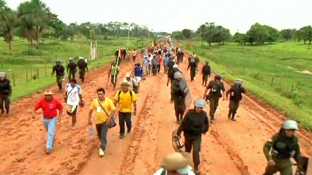 Bolivijští indiáni protestují proti stavbě dálnice