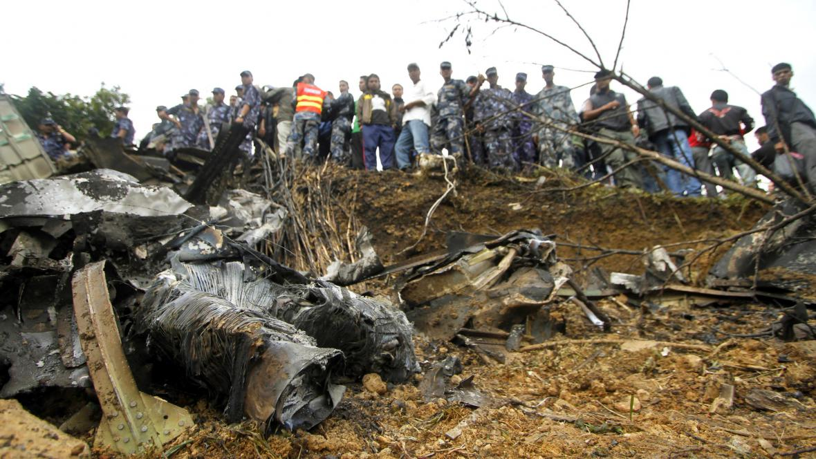 Následky nehody v Nepálu