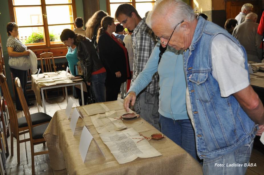 Výstava nejcennějších písemností vesnic lounského okresu