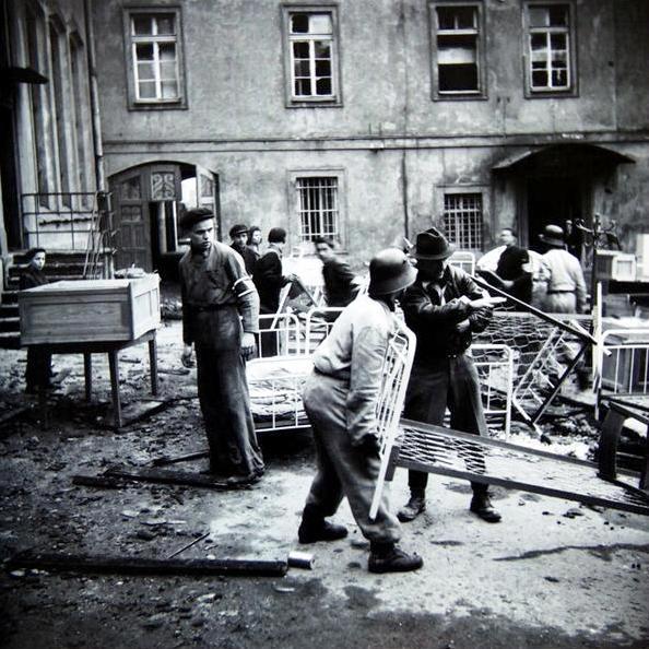 Vyklizovací práce v okolí Karlova náměstí