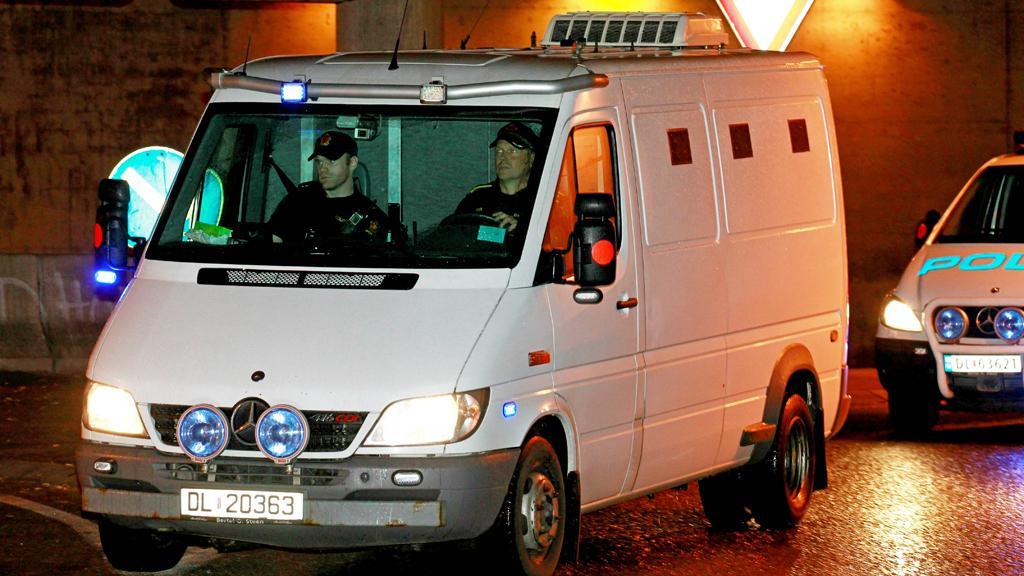 Anders Breivik na cestě k soudu
