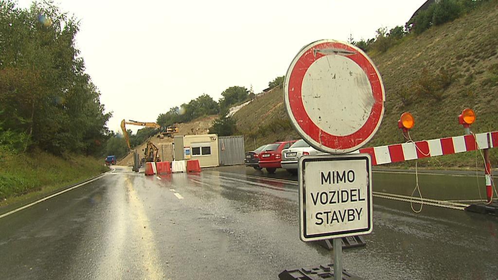 Silnice z Nového Strašecí do Rakovníka zůstává zavřená