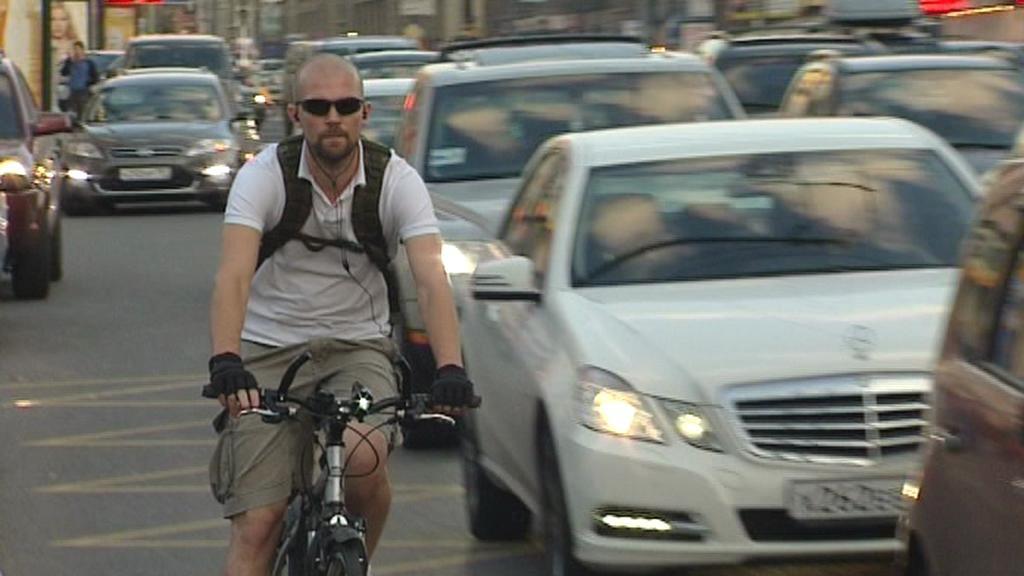 Cyklisté v ulicích Moskvy