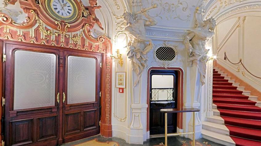 Foyer Karlovarského městského divadla