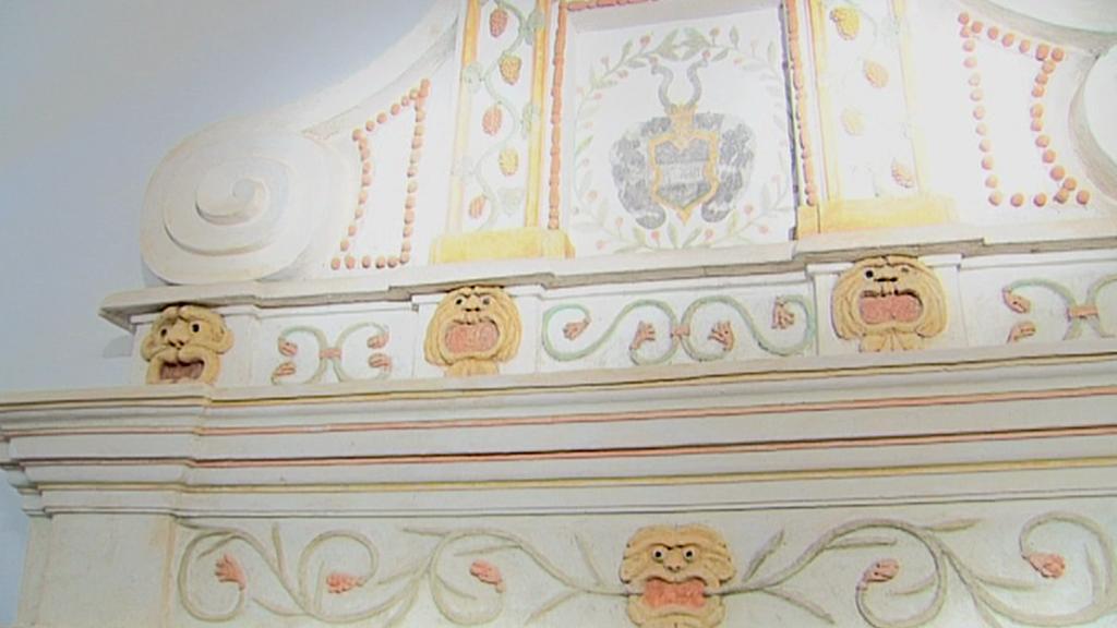 Zrestaurovaný krb na zámku Hrádek