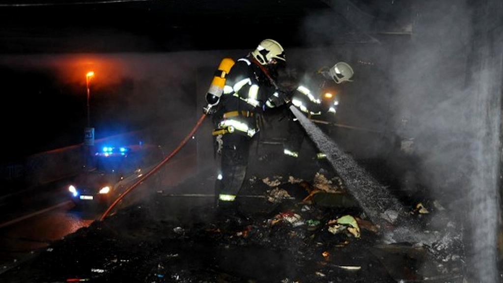 Zásah hasičů pod Barrandovským mostem