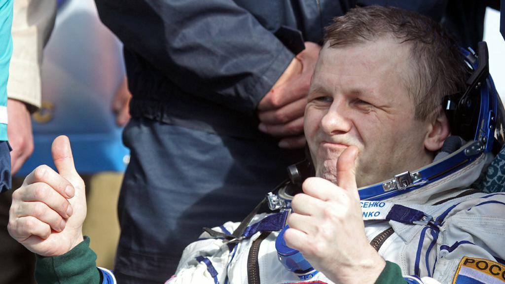 Kosmonaut Andrej Borisenko po přistání v Kazachstánu