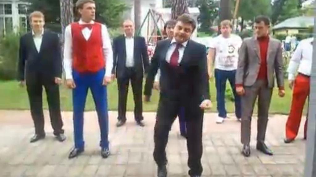 Parodie na tančícího prezidenta Medvěděva