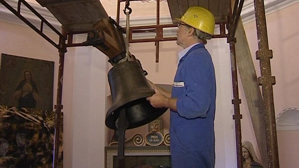 Zavěšení zvonu