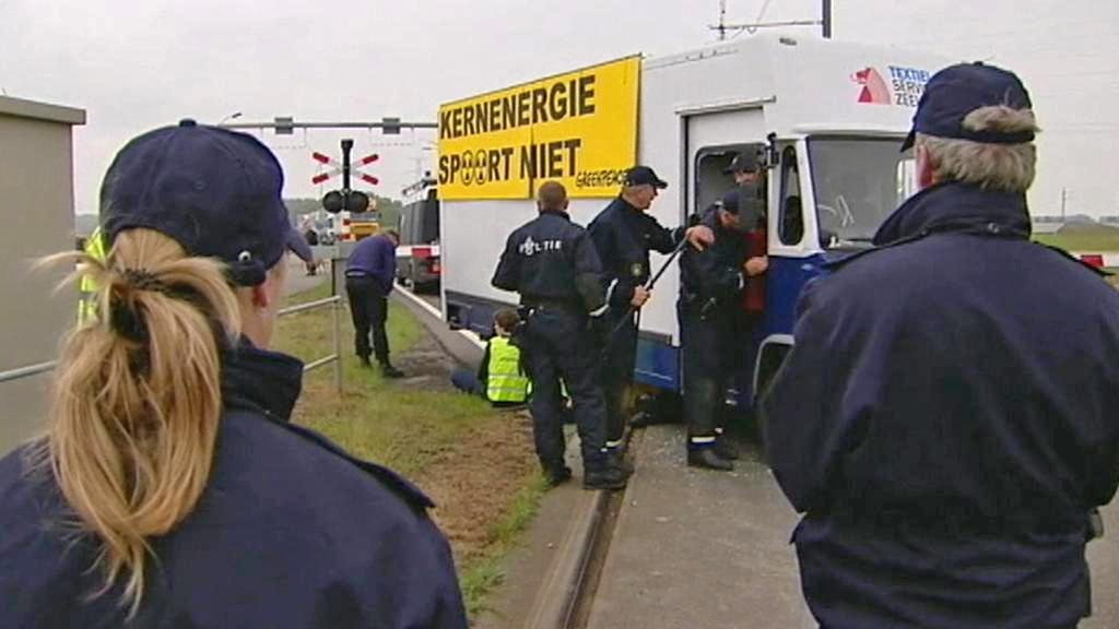 Zásah nizozemské policie proti aktivistům Greenpeace