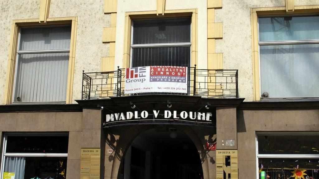 Divadlo v Dlouhé