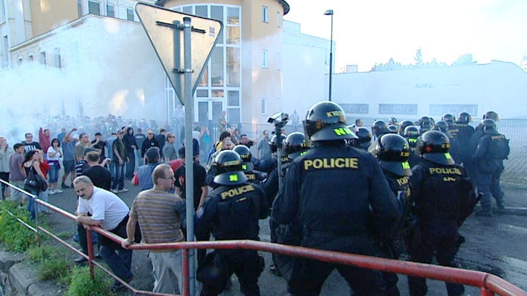 Střety demonstrantů s policií ve Varnsdorfu