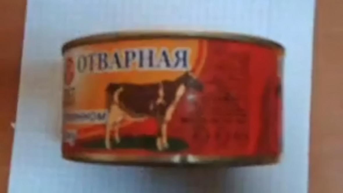 V Rusku údajně krmí vojáky psími konzervami