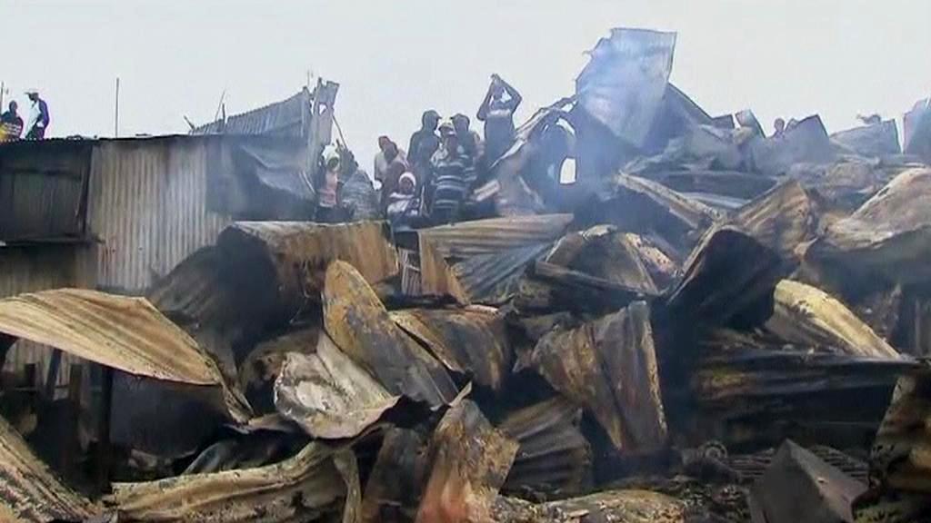 Následky požáru ropovodu v Nairobi