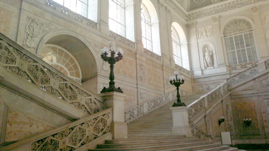 Mramorové schodiště v Královském paláci
