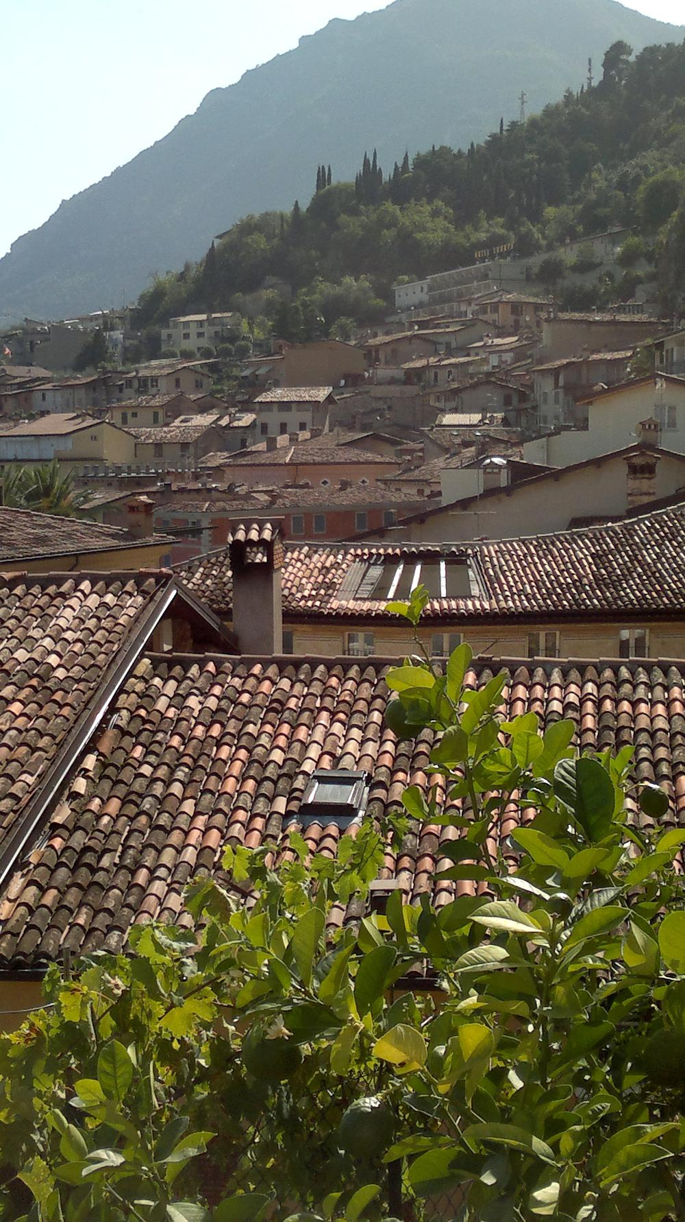 Střechy domů městečka Limone