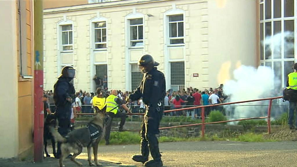 Policisté před zásahem proti radikálům