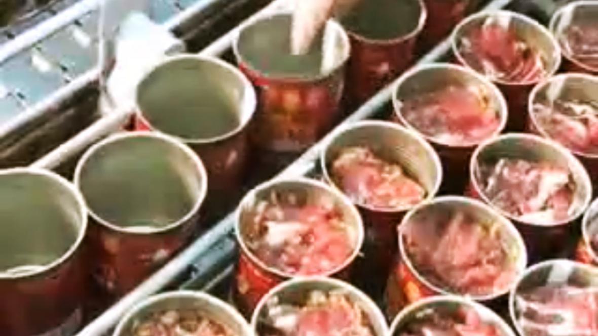 Výroba ruských vojenských konzerv