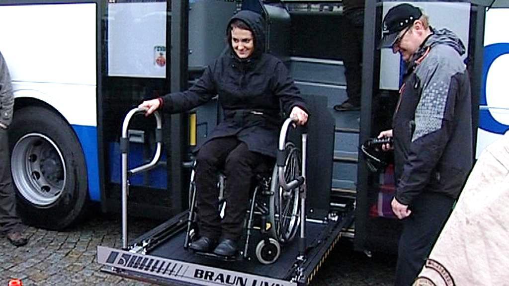 Výstup z autobusu pro vozíčkáře