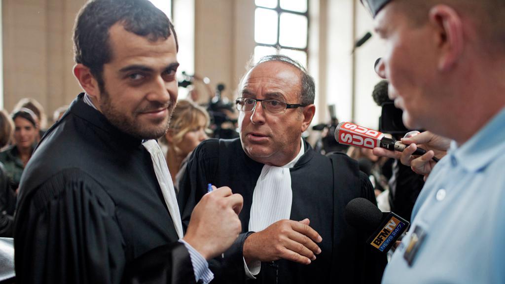 Právník Johna Galliana Aurelien Hamelle (vlevo) u soudu