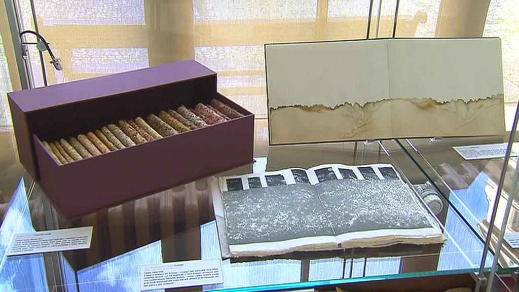 Instalace studentů ateliéru Papír a kniha
