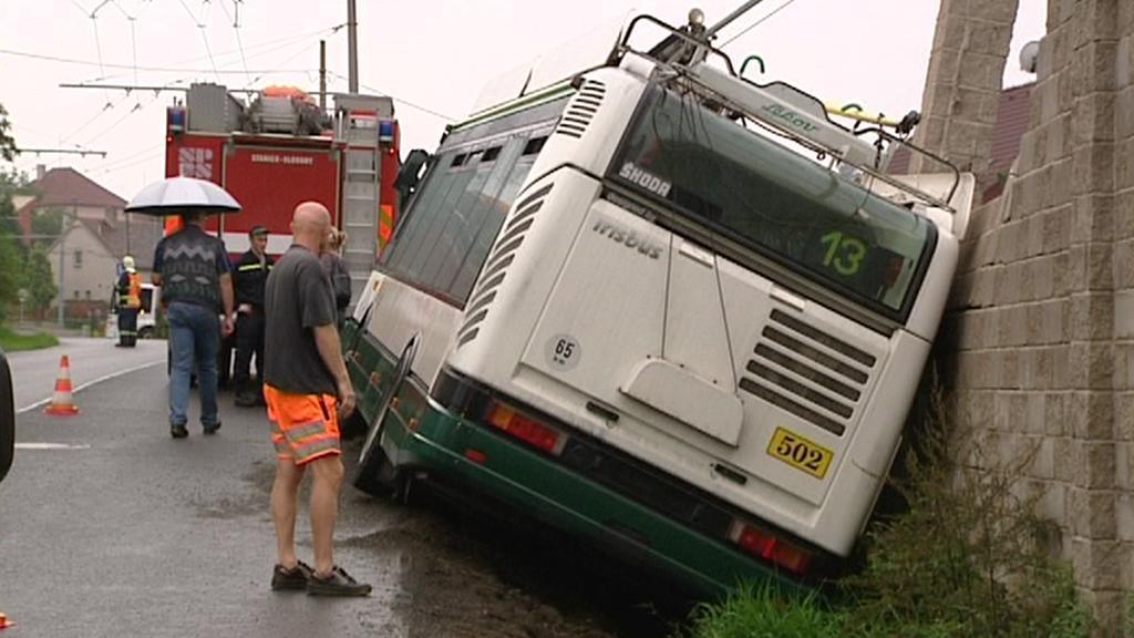 Nehoda trolejbusu