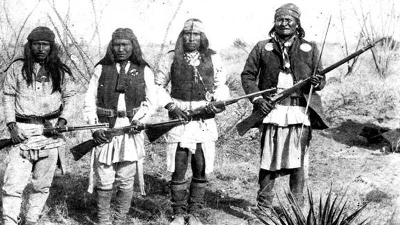 Válečníci kmene Apačů