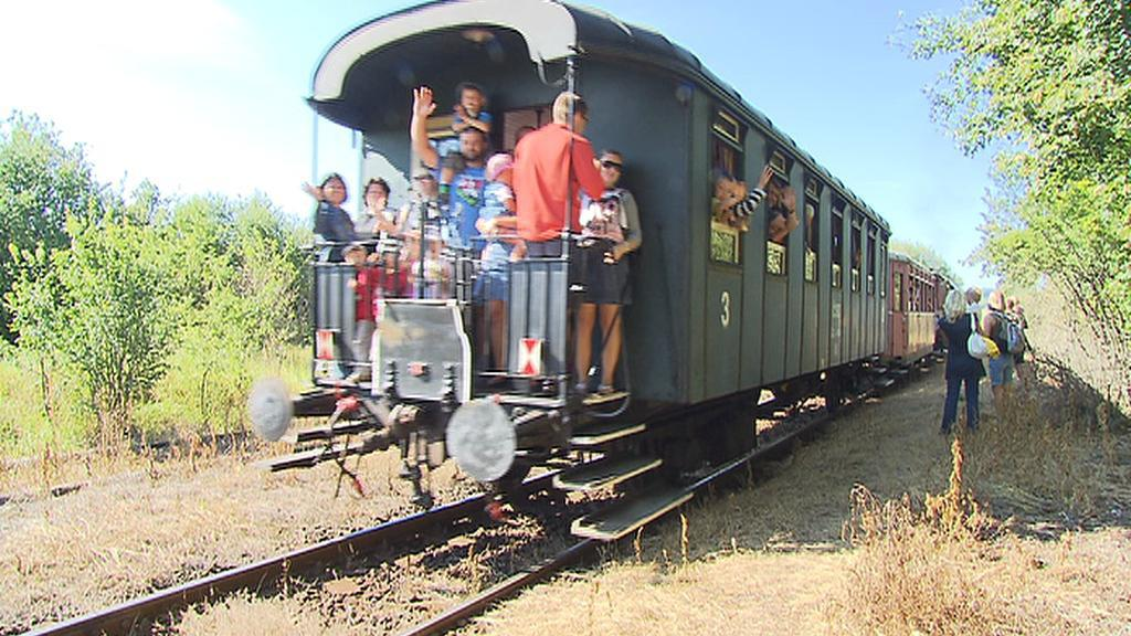 Parní vlak ze Zadní Třebáně do Lochovic