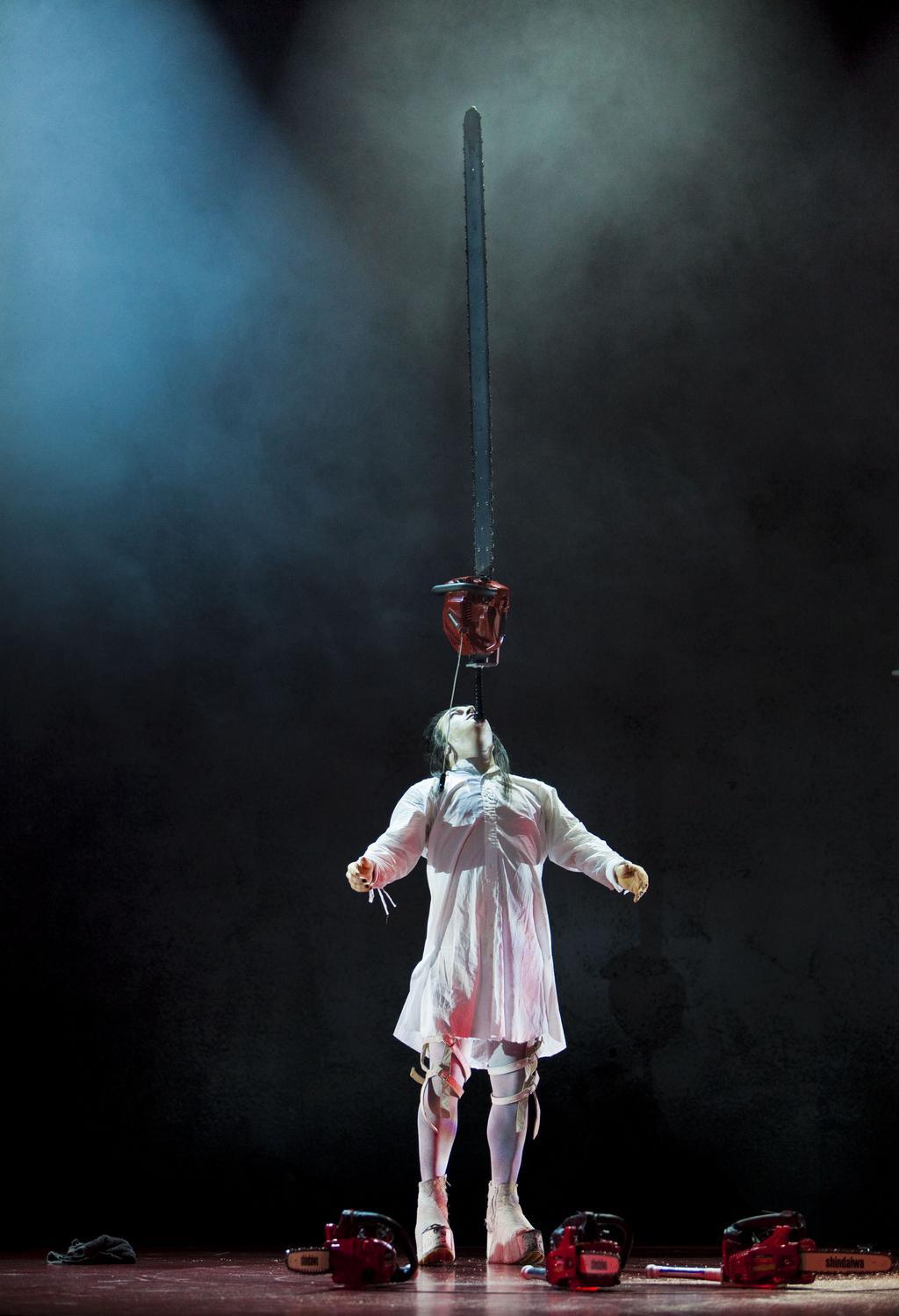 Cirkus Cirkör/ Wear it like a crown