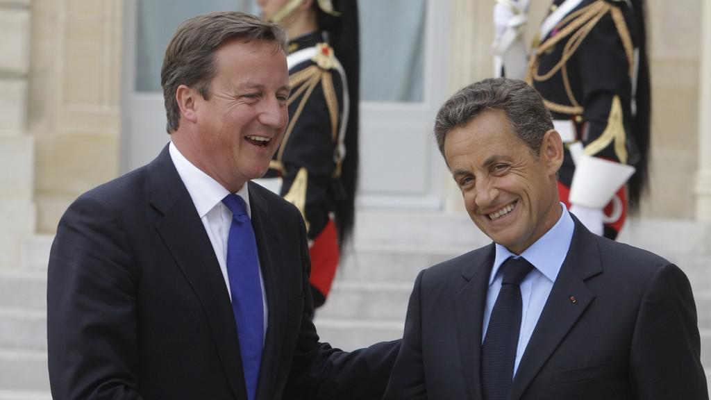 Nicolas Sarkozy vítá Davida Camerona