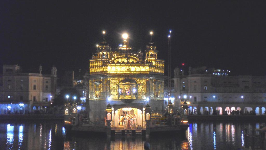 Zlatý chrám v noci