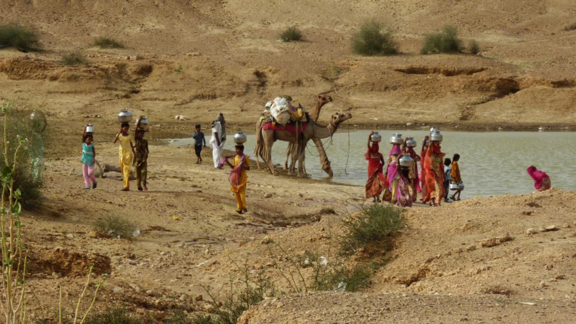 Nabírání vody v poušti
