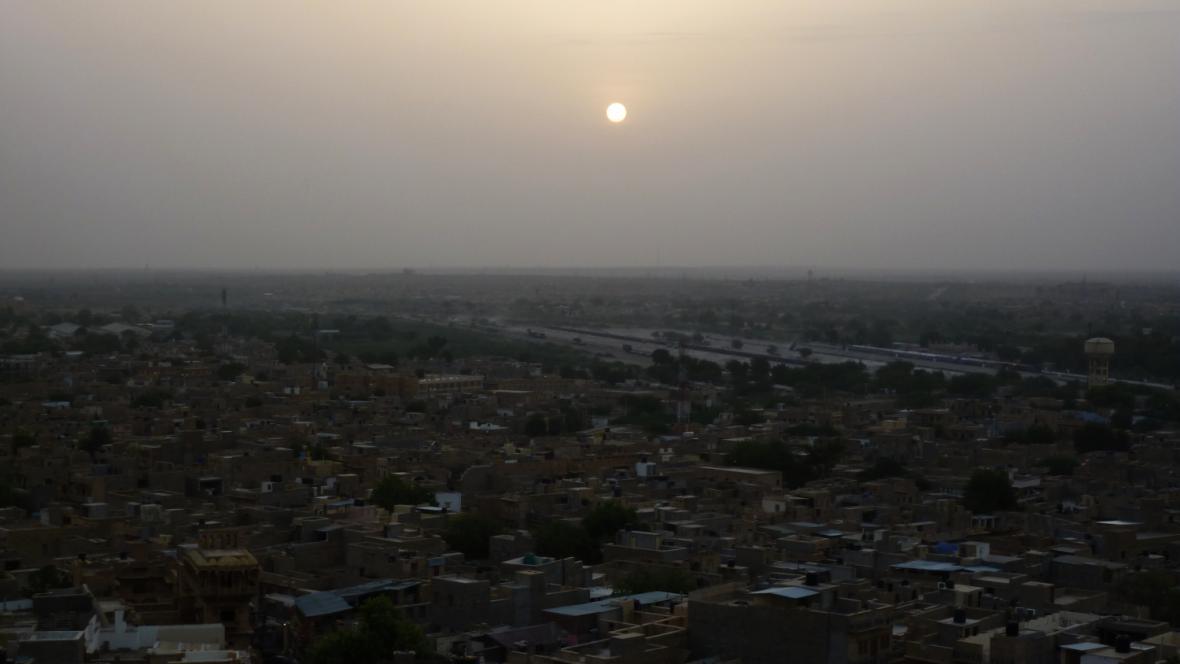 Východ slunce nad Jaisalmerem
