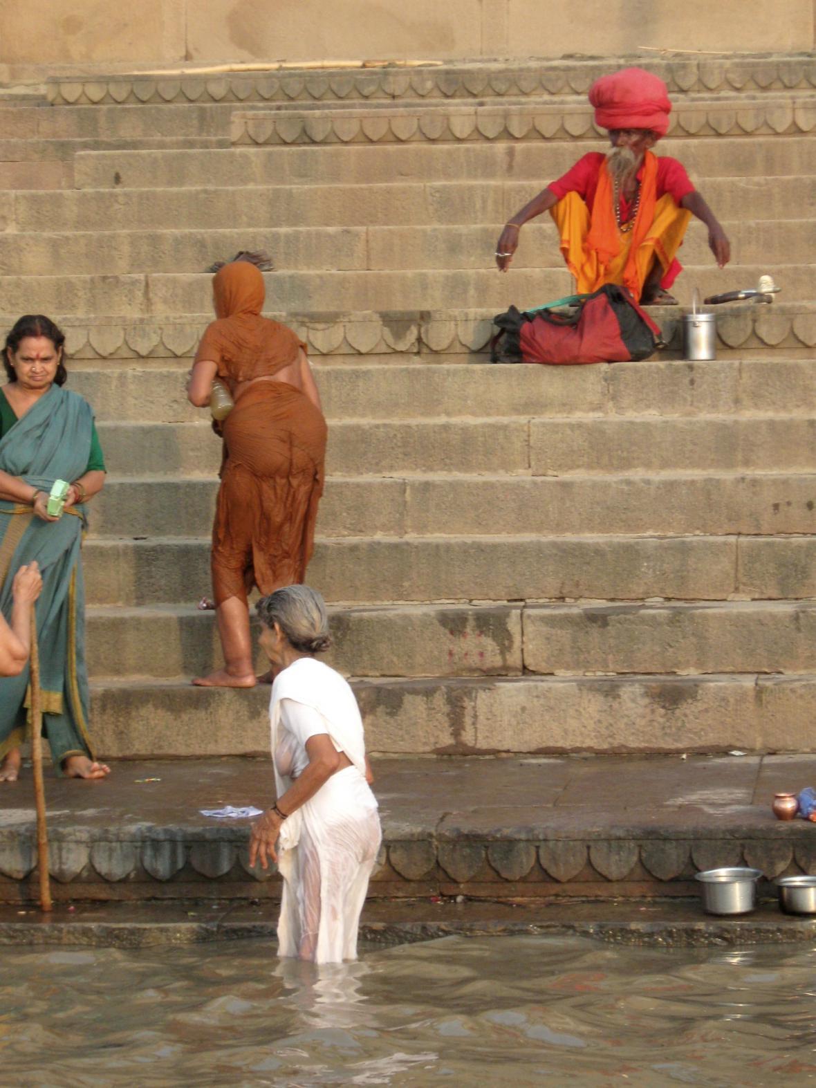 Svatý muž na břehu Gangy