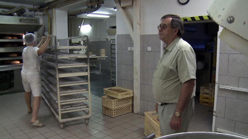 Pan Peterka ve své pekárně