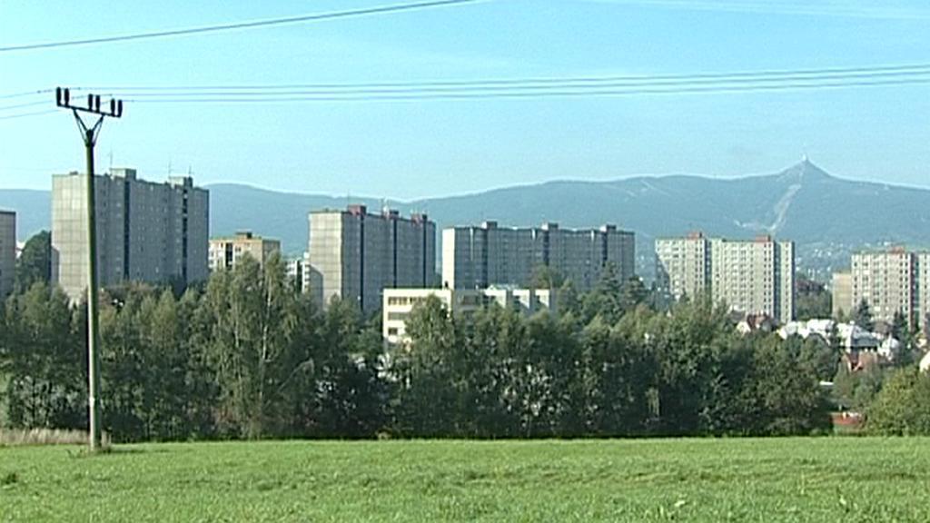 Sídliště Rochlice s Ještědem v pozadí